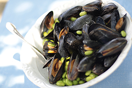 Peppered mussels with Edamame soybeans